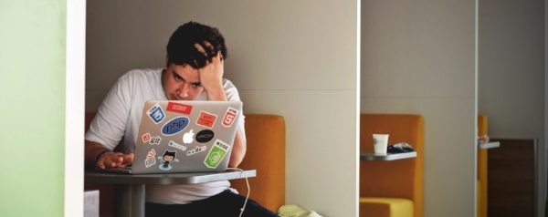 man-thinking-while-looking-at-laptop-screen-600x238.jpg
