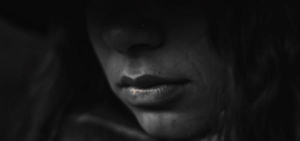 woman-in-darkness-600x283.jpg