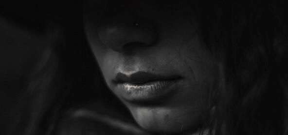woman-in-darkness-600x283.jpg